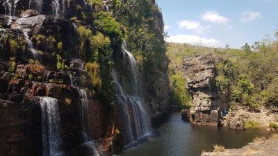 Cachoeira almécegas 1 vista de frente pela manhã num dia de sol.