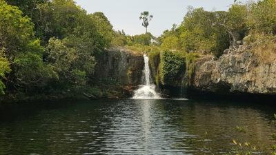 Poço São Bento com a cachoeira ao fundo em setembro no período de seca