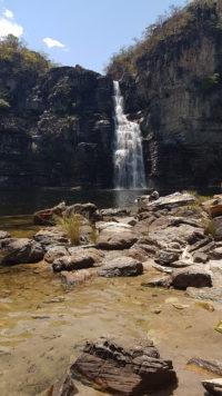 Saltos do rio preto de 80 metros mais conhecida como cachoeira do Garimpão no período de setembro com águas cristalinas no período da manhã de setembro no parque nacional da Chapada dos Veadeiros