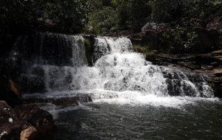 Uma pequena queda que antecede a cachoeira do Cordovil na Chapada dos Veadeiros
