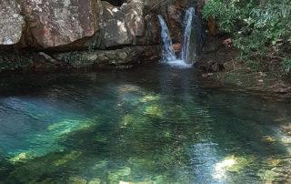 Outro poço de águas cristalinas na cachoeira das loquinhas na Chapada dos Veadeiros