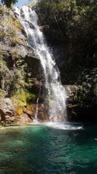 Queda da cachoeira Santa Bárbara que tem aproximadamente 50 metros