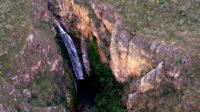 Cachoeira do segredo na Chapada dos Veadeiros vista de cima por um Drone, fotografada por Marcos Laterzal
