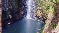 Piscina formada pela cachoeira do Segredo na Chapada dos Veadeiros