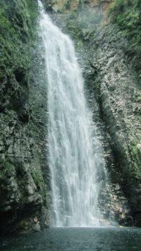 Cachoeira do segredo na Chapada dos Veadeiros no período de chuva com sua queda de 115 metros com volume alto