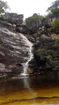 Cachoeira do Abismo com volume de água e seu poço