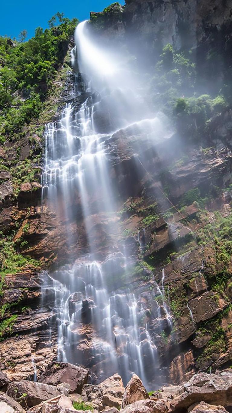 Cachoeira do Label com 187 metros de altura de queda na chapada dos Veadeiros