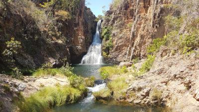 Cachoeira da Caverna no complexo do rio Macaquinhos na Chapada dos Veadeiros