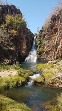 Cachoeira da caverna do rio macaquinhos com dois poços para banho